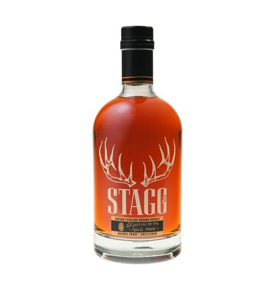 """Sazerac Stagg Junior Bourbon Whisky - Buffalo Trace Distillery George T. Stagg baute die dominanteste amerikanische Destillerie des 19. Jahrhunderts! Er baute sie zu einer Zeit, die als das """"Goldene Zeitalter des Bourbon"""" bekannt ist. Sazerac Junior - sowohl ungeschliffen auch als ungefiltert reift dieser robuste Bourbon Whisky seit fast einem Jahrzehnt. Außerdem erinnert sein kühner Charakter an George T. Stagg selbst. Reichhaltige, schokoladige Aromen - weiterhin zusätzlich süße Zuckeraromen welche sich perfekt mit der Roggenwürze vermischen. Im fast endlosen Abgang dominieren Noten von Kirschen, Nelken und würzig-rauchige Holznoten Dieser Kentucky Straight Bourbon wird mit starken 64.85% Vol. direkt aus dem Fass abgefüllt."""